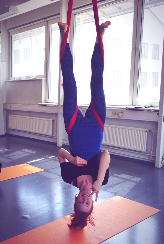 aerial-yoga-yoga-angel-pauline-von-dahl-ilmajooga