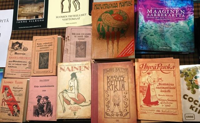Kirjoja Salakirjan standilla